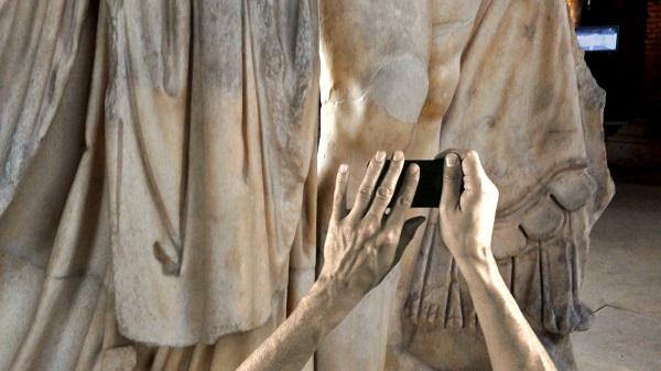 Johann Arens: Marte e Venere – A Handheld Monument, 2013, video, colour, sound. | digital_self | Friday 1 December 2017  – Sunday 25 February 2018 | Irish Museum of Modern Art